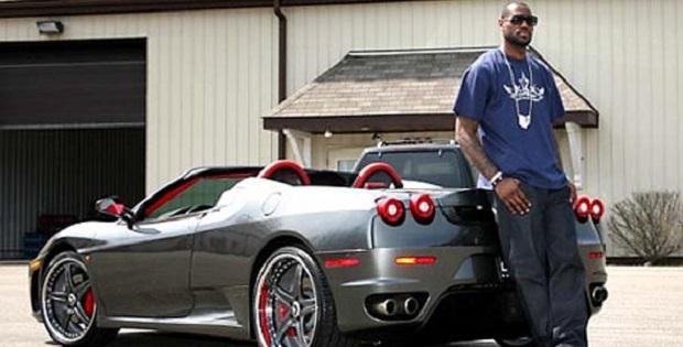 James LeBron con la sua auto.