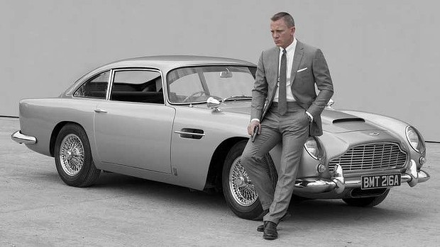 l'ultimo 007, daniel craig, insieme all'aston martin db5