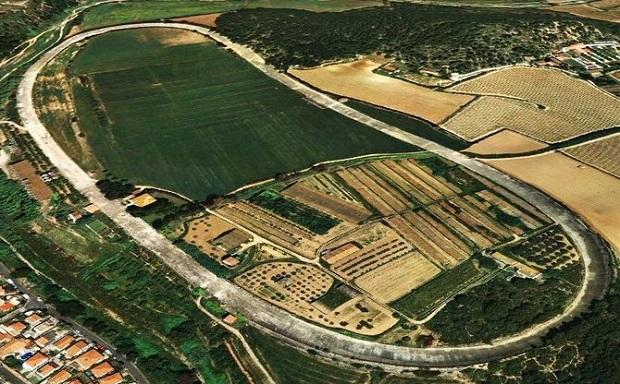 Una foto dall'alto del circuito ovale di Terramar