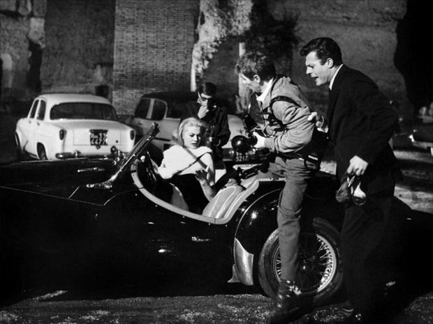 Marcello Mastroianni con la Triumph TR3 della Dolce Vita