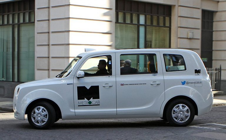 Londra dice sì ai taxi elettrici