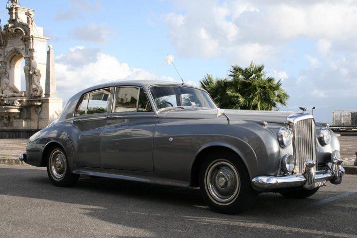 Un'auto d'epoca