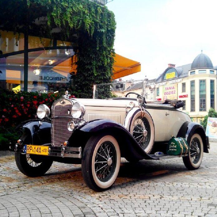 Auto cabrio d'epoca Inghilterra