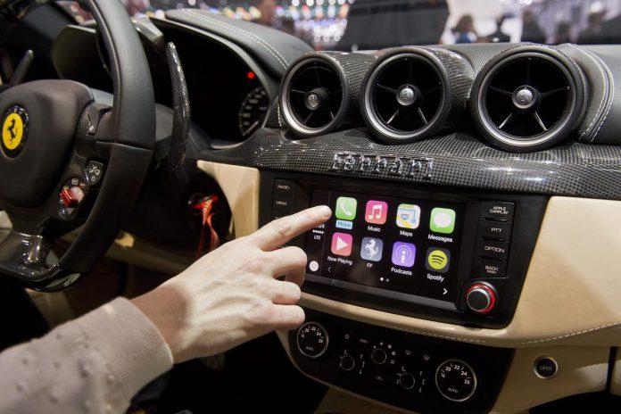 La schermata CarPlay sulla Ferrari