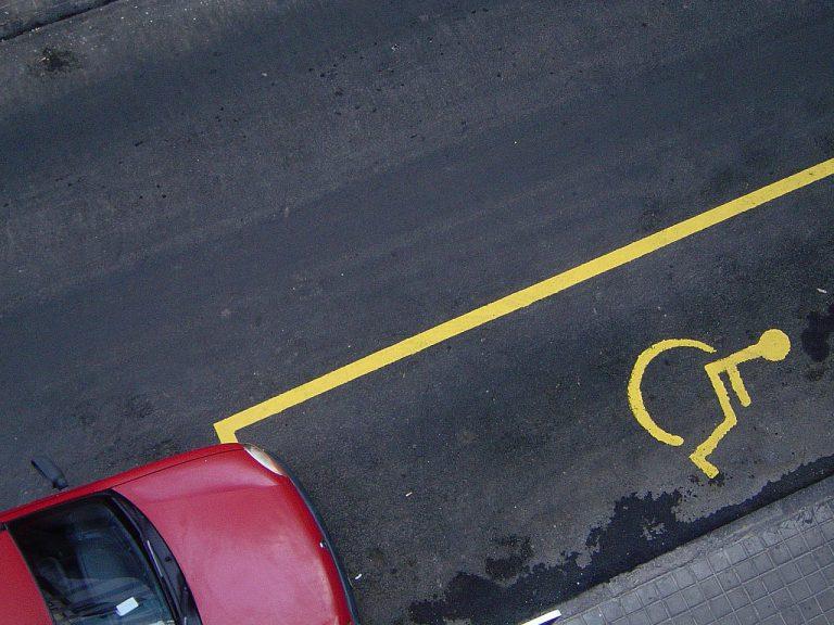 Contrassegno per parcheggio invalidi: requisiti, normativa e rinnovo