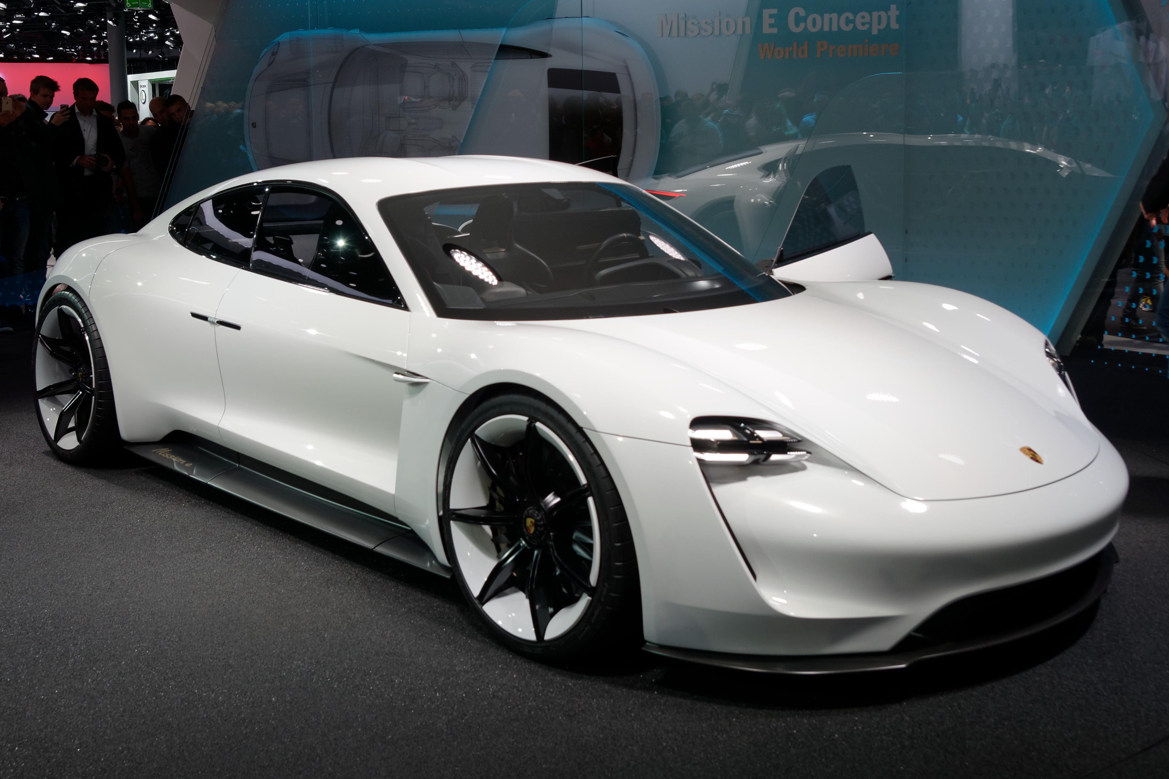 Porsche Mission E Elettrica Sfida All Inquinamento Con