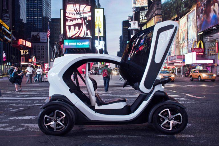"""Renault Twizy: facile da guidare, il rivoluzionario concept """"green"""" costa pure poco"""