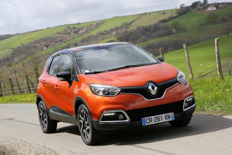 Renault Captur 2016 prova su strada: commenti, impressioni, debolezze, recensione completa.