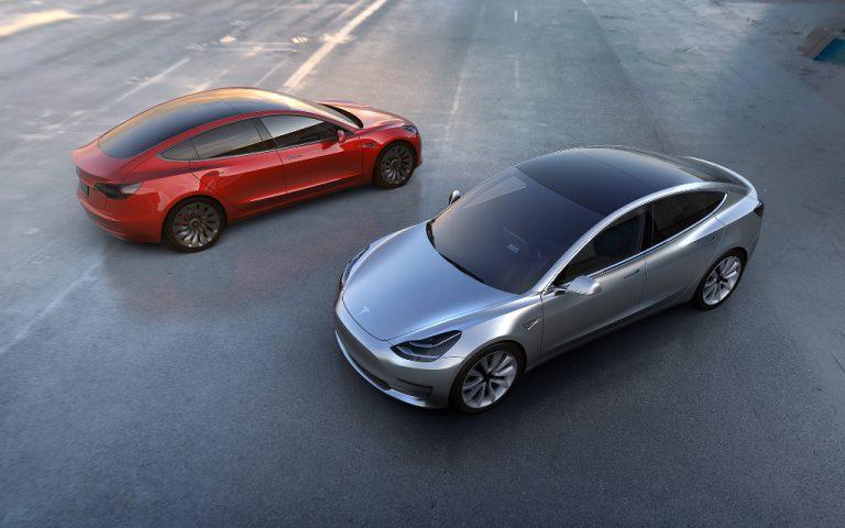 Tesla Model 3: mostrata in anteprima l'auto elettrica destinata alle masse