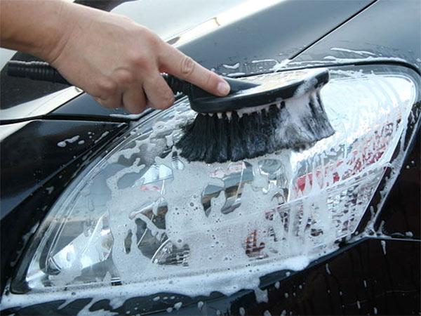 pulizia fari auto