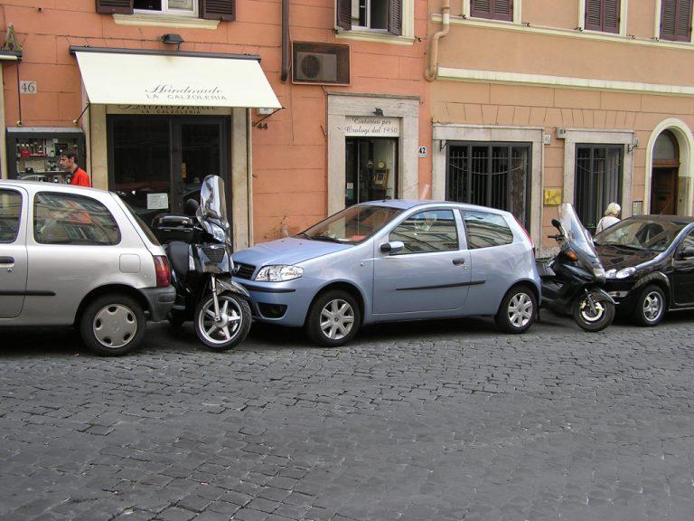 Parcheggio a S: una guida pratica per la manovra che inguaia molti guidatori