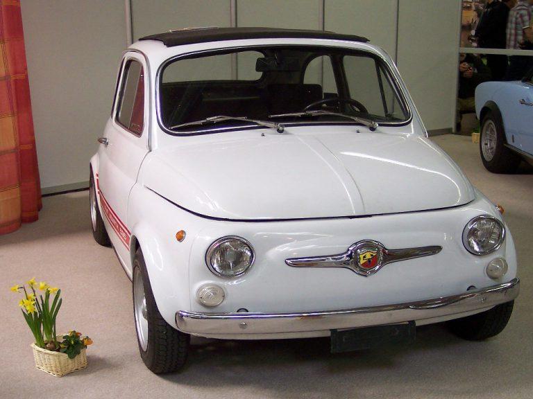 Fiat 500 Abarth: semplice e contenuta nella potenza, l'evoluzione di un'icona