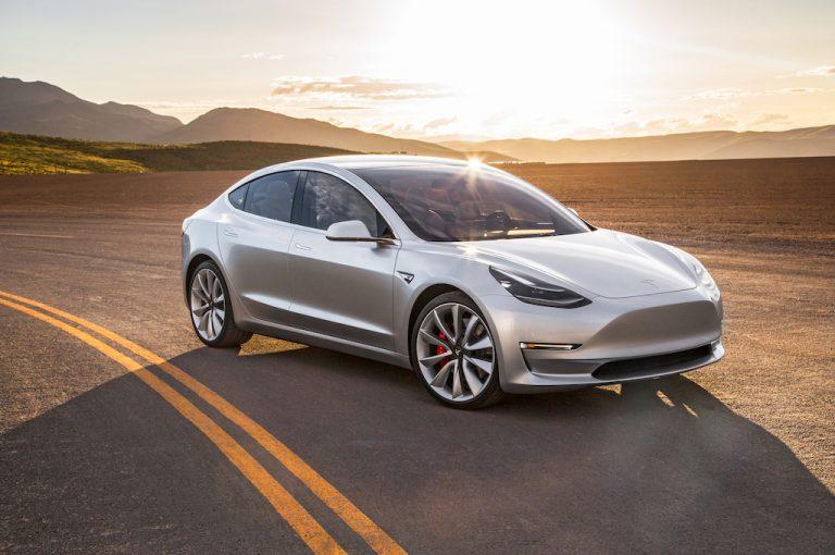 Tesla 2017: largo alla Model 3 e a un'inedito Suv