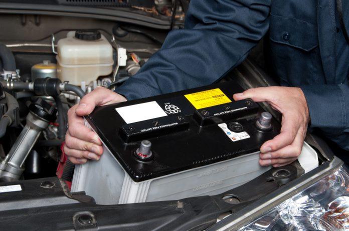 batteria auto a terra