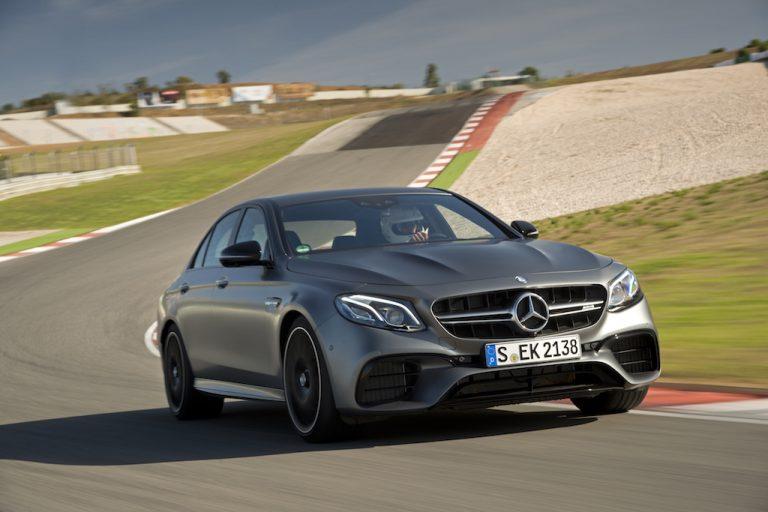Mercedes-AMG E 63 4MATIC+: la station che sfiora i 300 km/h