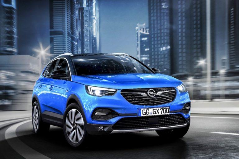 Opel Grandland X: la virtù sta nel mezzo, prezzi e novità