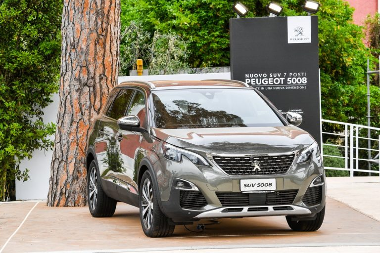Nuova Peugeot 5008 2017: il SUV a 7 posti della casa del leone, i prezzi