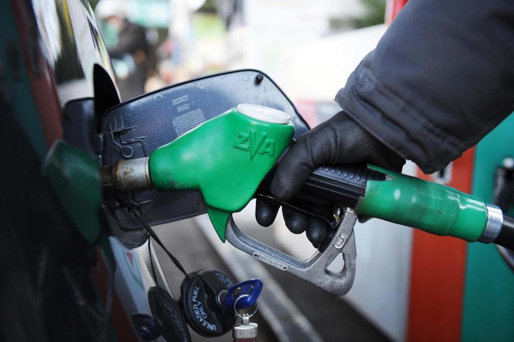 Benzina al posto del gasolio come rimediare for Posto auto coperto con officina annessa