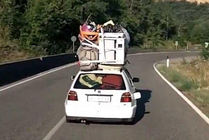 auto carica di bagagli