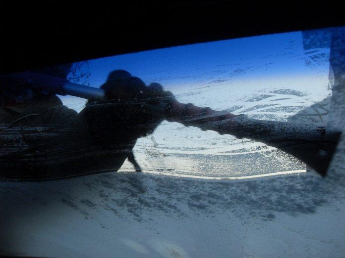 parabrezza ghiacciato