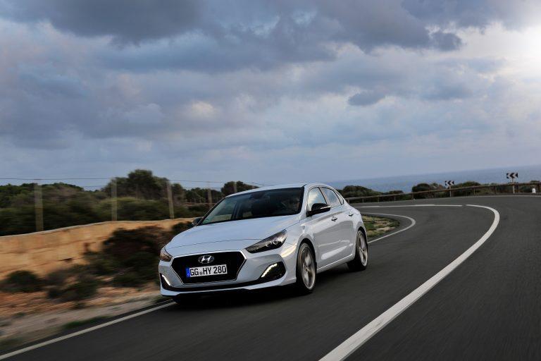 Nuova Hyundai i30 Fastback: in Italia l'inedita coupé cinque porte, i prezzi