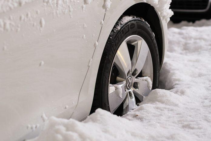 guidare su neve e ghiaccio
