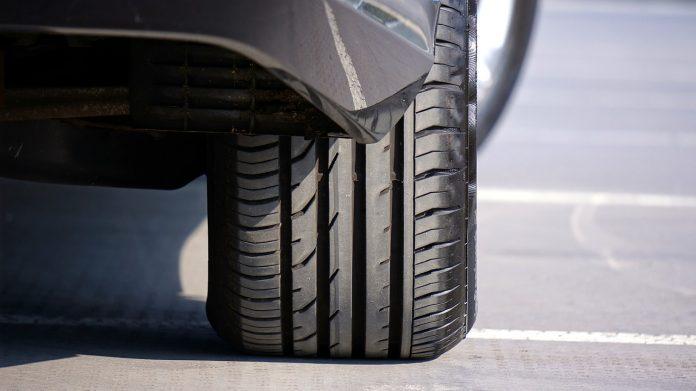 cambiare gli pneumatici prima dell'usura
