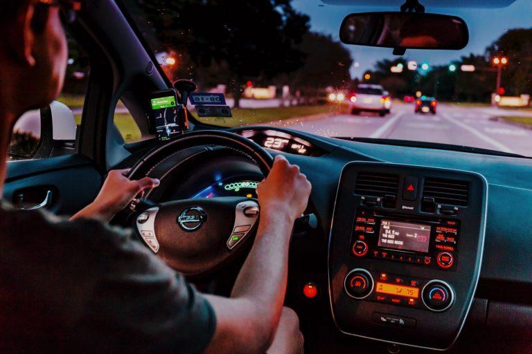 Auto elettriche e assicurazione, come risparmiare sulla Rc auto