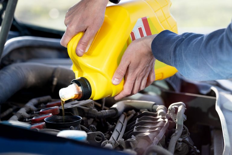 Olio motore, come scegliere quello giusto per l'auto