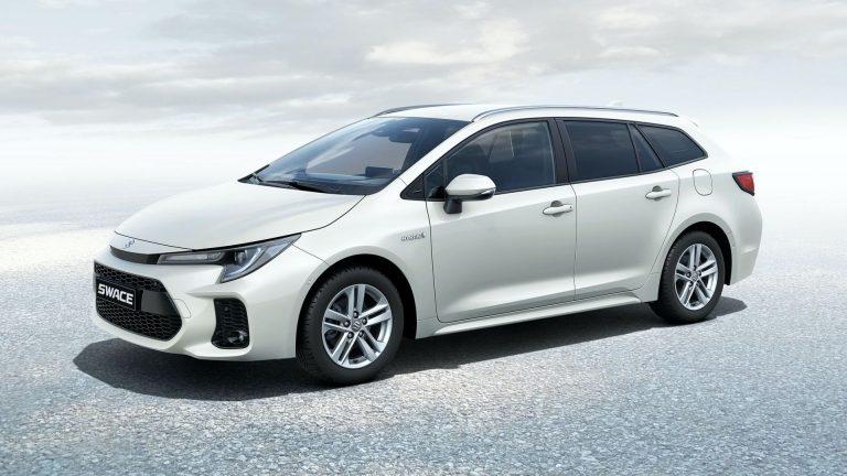 Suzuki Swace 2021, prenotazioni al via: caratteristiche e prezzo dell'auto familiare