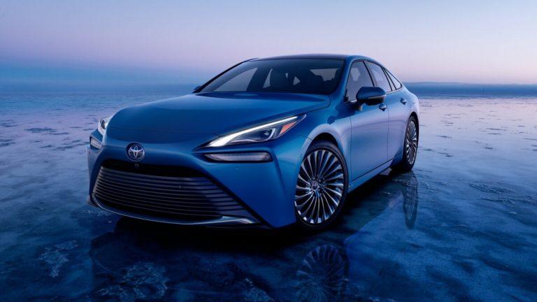 Toyota Mirai 2021: seconda generazione della berlina elettrica a idrogeno