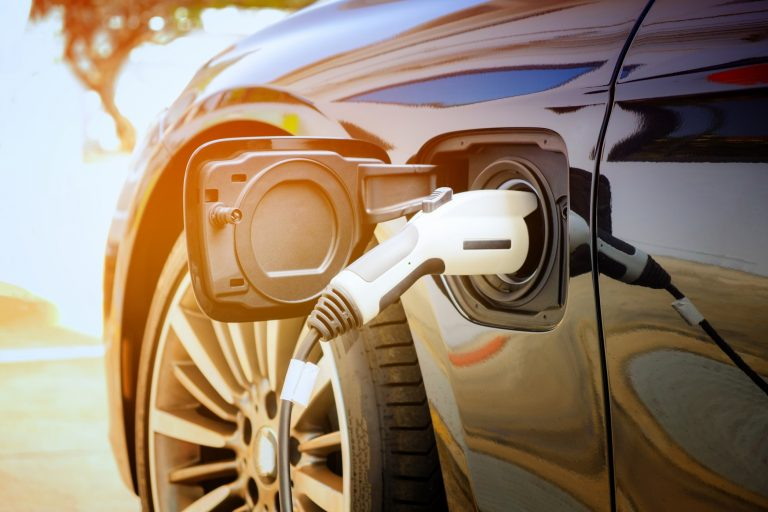 Auto elettriche: entro 5 anni costeranno meno dei veicoli termici