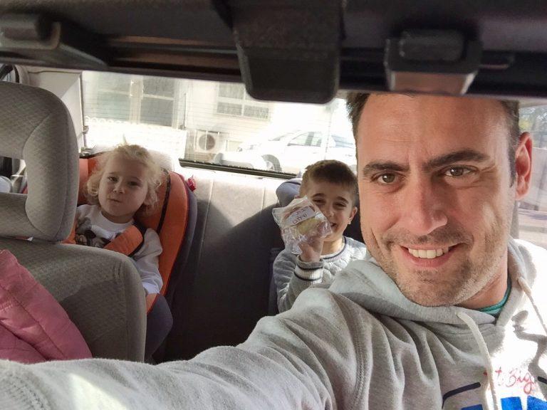 I conducenti più distratti alla guida dell'auto? Sono i genitori di bambini. Nuovo studio